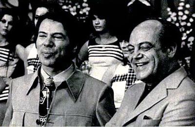 Silvio Santos contratado pela Rede Globo, e Ayrton Rodrigues apresentava o programa Clube dos Artistas com sua mulher Lolita Rodrigues na TV Tupi em 1974