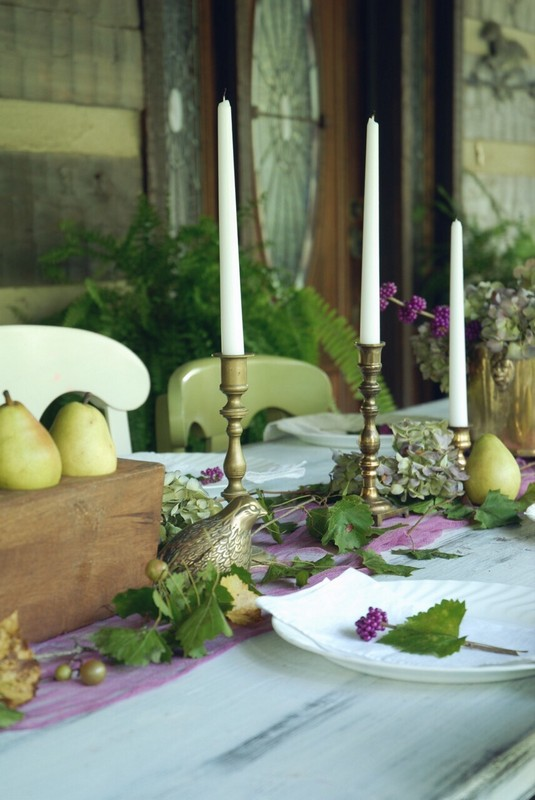 Fall_Tablescape_Outdoor_pears_sugarmold_purple_dried_hydrangeas_brass
