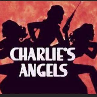 """Charlie's Angel - Los ángeles de Charlie, silueta negra con las """"chicas"""" armadas"""