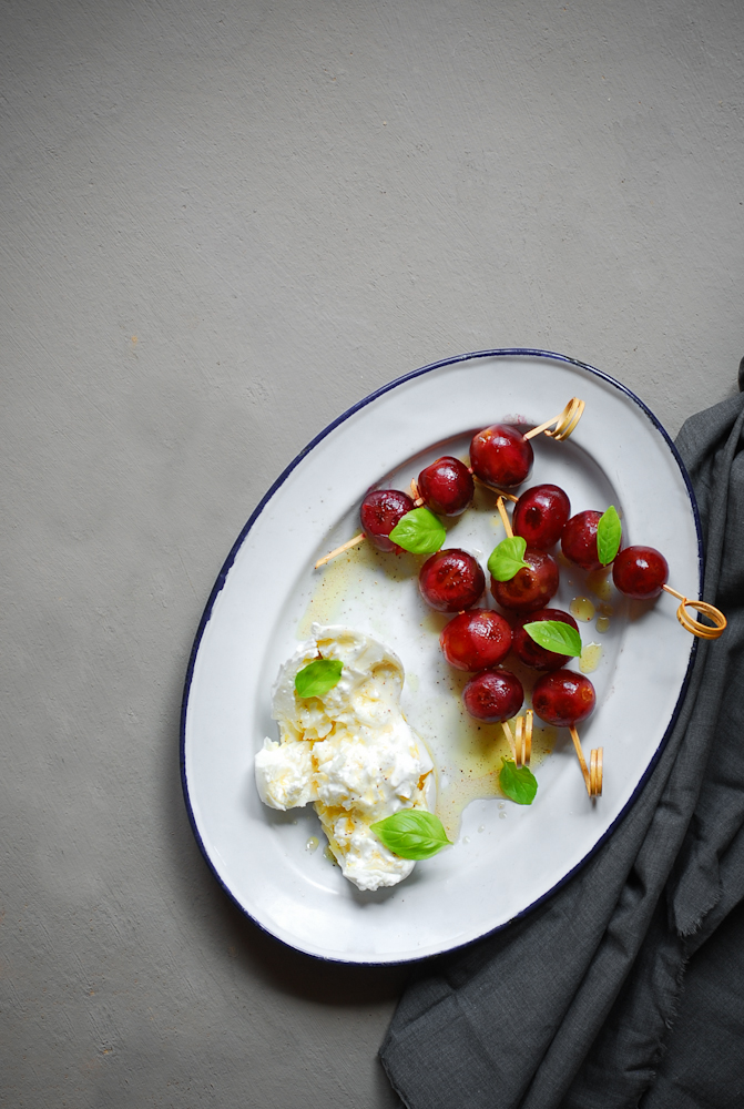 burrata-with-chargrilled-grapes-basil-burrata-uvas-marinadas-bistrot-carmen