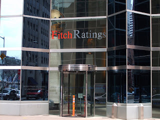 "Fitch: Αναβαθμίζει την Ελλάδα σε ""B-"" από ""Restricted Default"""