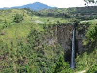 air terjun sipiso piso danau toba sumatra indonesia