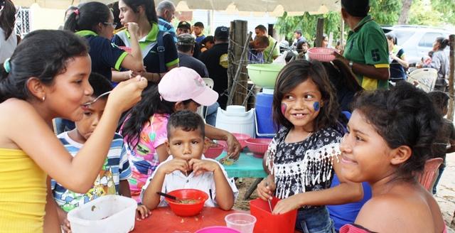 caritas-bloqueros-y-comerciantes-mantienen-labor-social-en-comunidades-de-la-villa