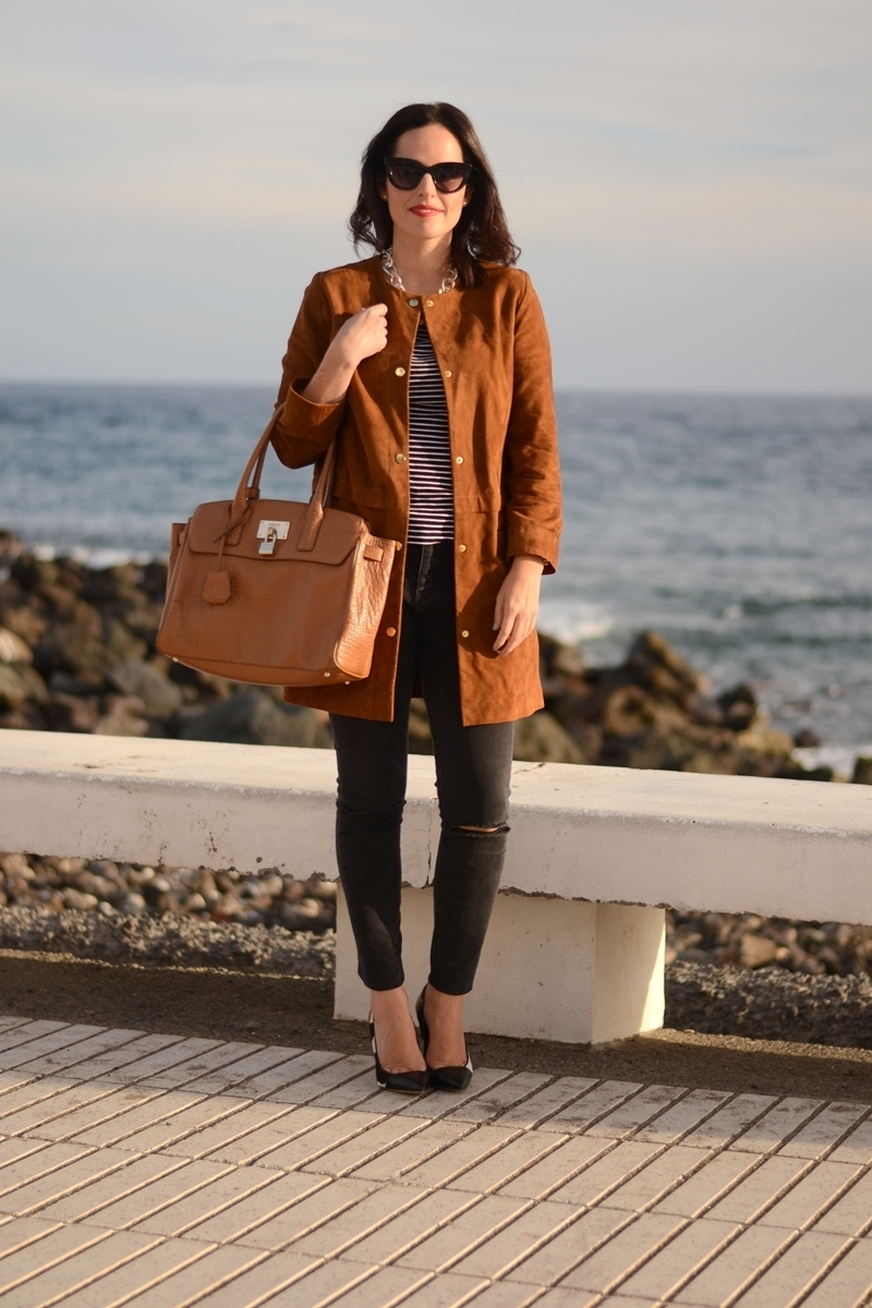 suede-coat-and-stripes-outfit-street-style
