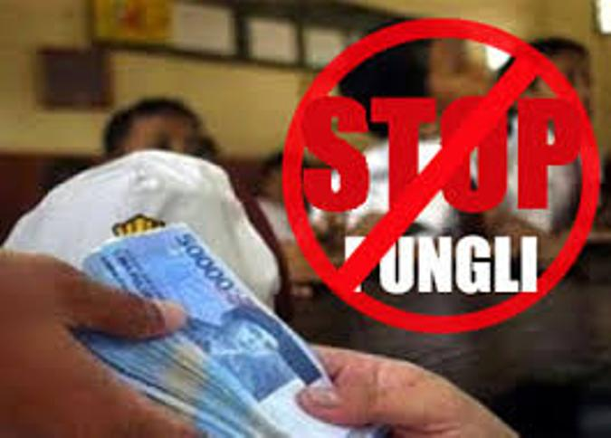 Diduga terjadi praktik pungutan liar dalam proses pencairan tunjangan sertifikasi guru Pendidikan Agama Kristen oleh oknum pegawai Kantor Kementerian Agama Kabupaten Maluku Tengah.