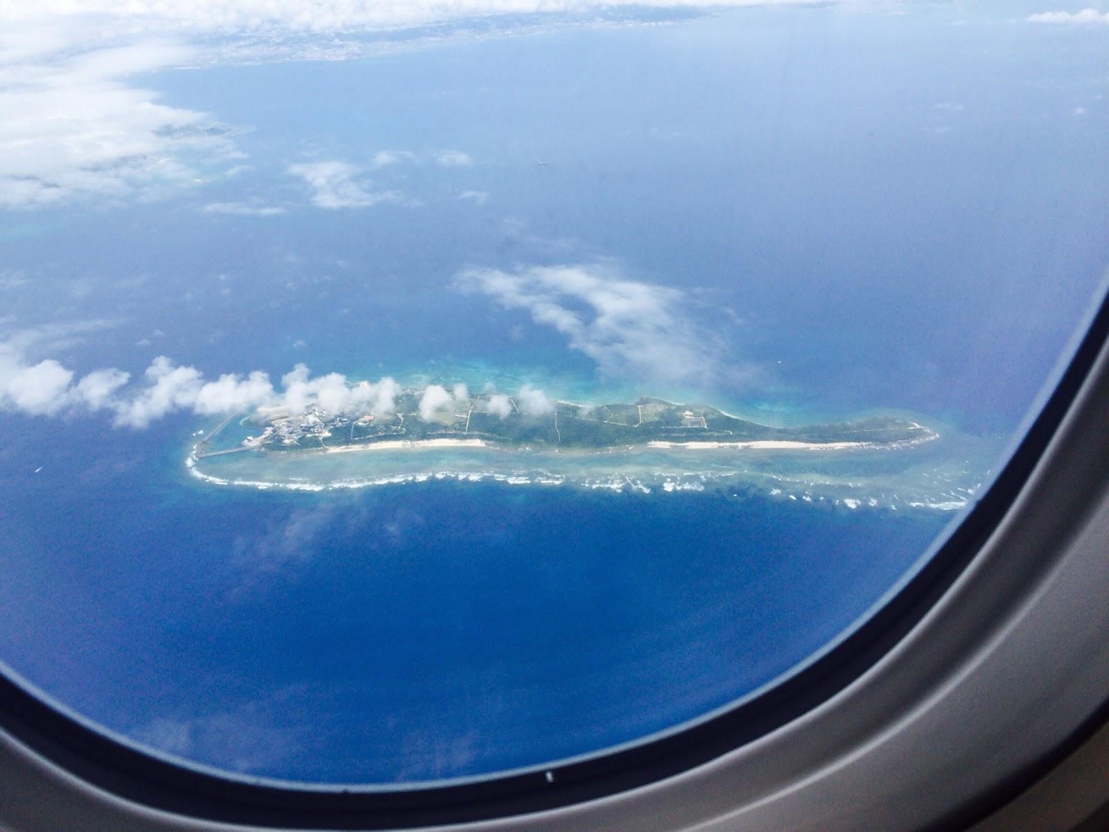 飛行機から久高島を見ることができます | 沖縄・久高島
