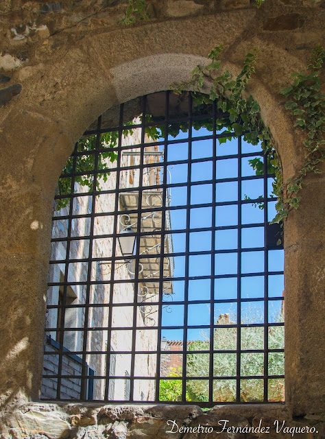 Detalle de una ventana del Palacio de Carvajal en Cáceres