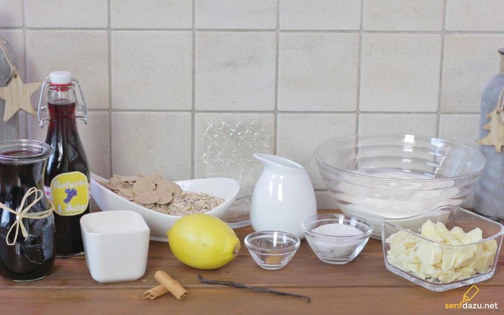 Die Zutaten für das Rotweincreme Dessert mit Joghurt-Sahne, Rotweinsauce und weißen Schoko-Crossies