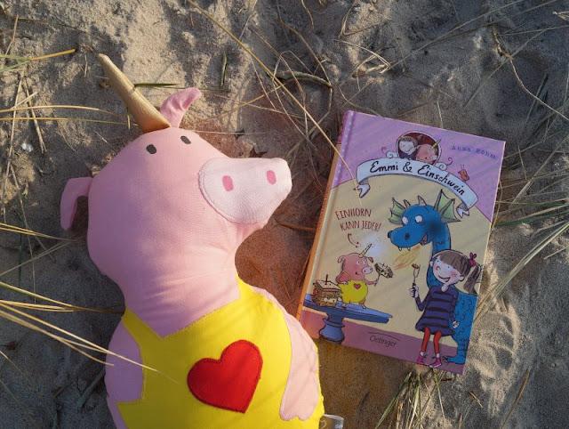 """Phantastische Freunde: """"Emmi und Einschwein. Einhorn kann jeder"""" von Anna Böhm (+ Verlosung). Auf Küstenkidsunterwegs stelle ich Euch das neue Kinderbuch aus dem Oetinger-Verlag vor, in dem Phantasie, innere Werte und die Freundschaft eine zentrale Rolle spielen. Zusätzlich zur Rezension darf ich drei Exemplare des Buchs verlosen!"""