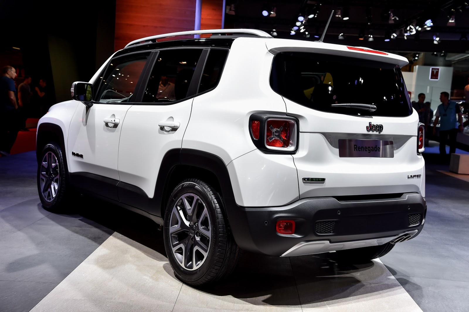 new jeep renegade 39 s us pricing reportedly leaked ranges from 17 995 to 25 995 carscoops. Black Bedroom Furniture Sets. Home Design Ideas