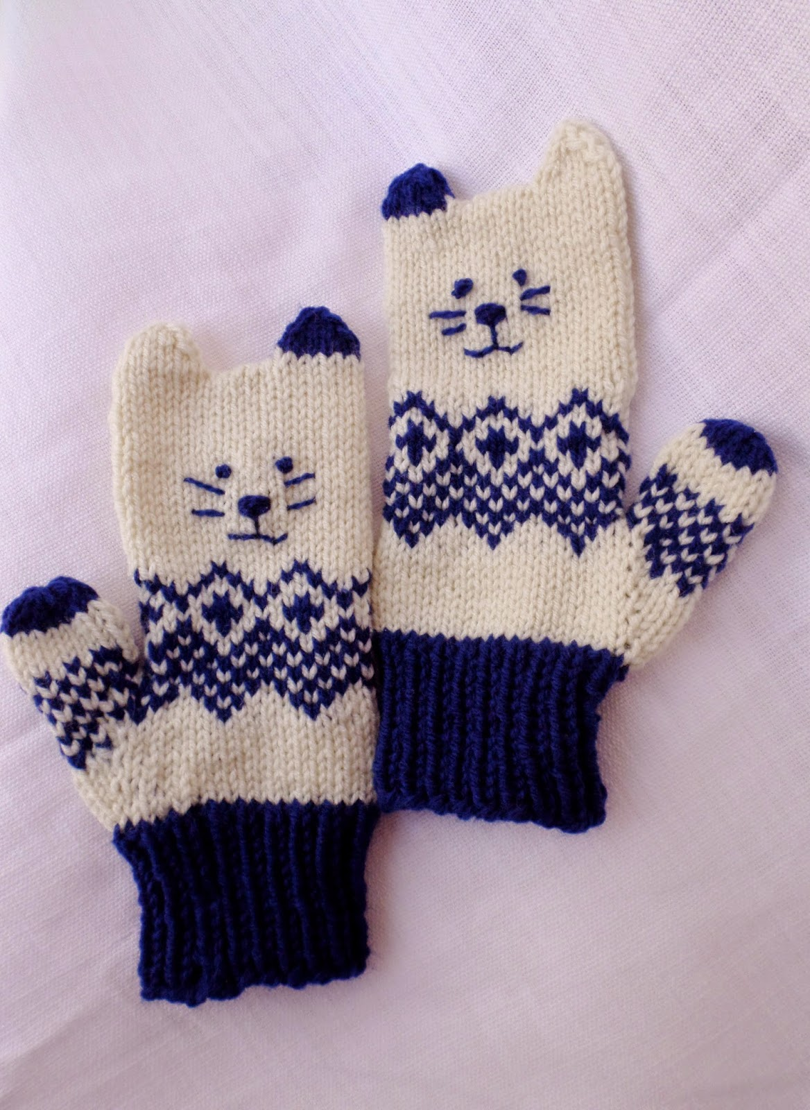 Saltycrafts Norwegian Kitten Mittens Three little kittens they lost their mittens, and they began to cry, oh, mother dear, we sadly fear our mittens we have lost. saltycrafts blogger