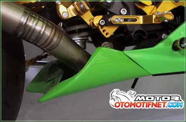 Undercowl Untuk Menambah Fairing Bawah - Cara Melakukan Modifikasi Kawasaki Ninja RR Mono Gaya Moge Sport Yang Simpel Tanpa Menunggu Lama