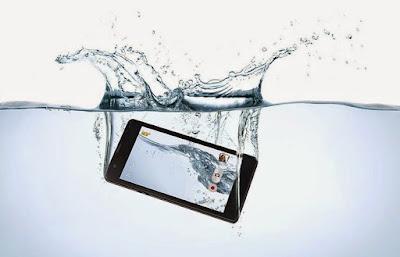 Cara Atasi Ponsel yang Tenggelam Dalam Air