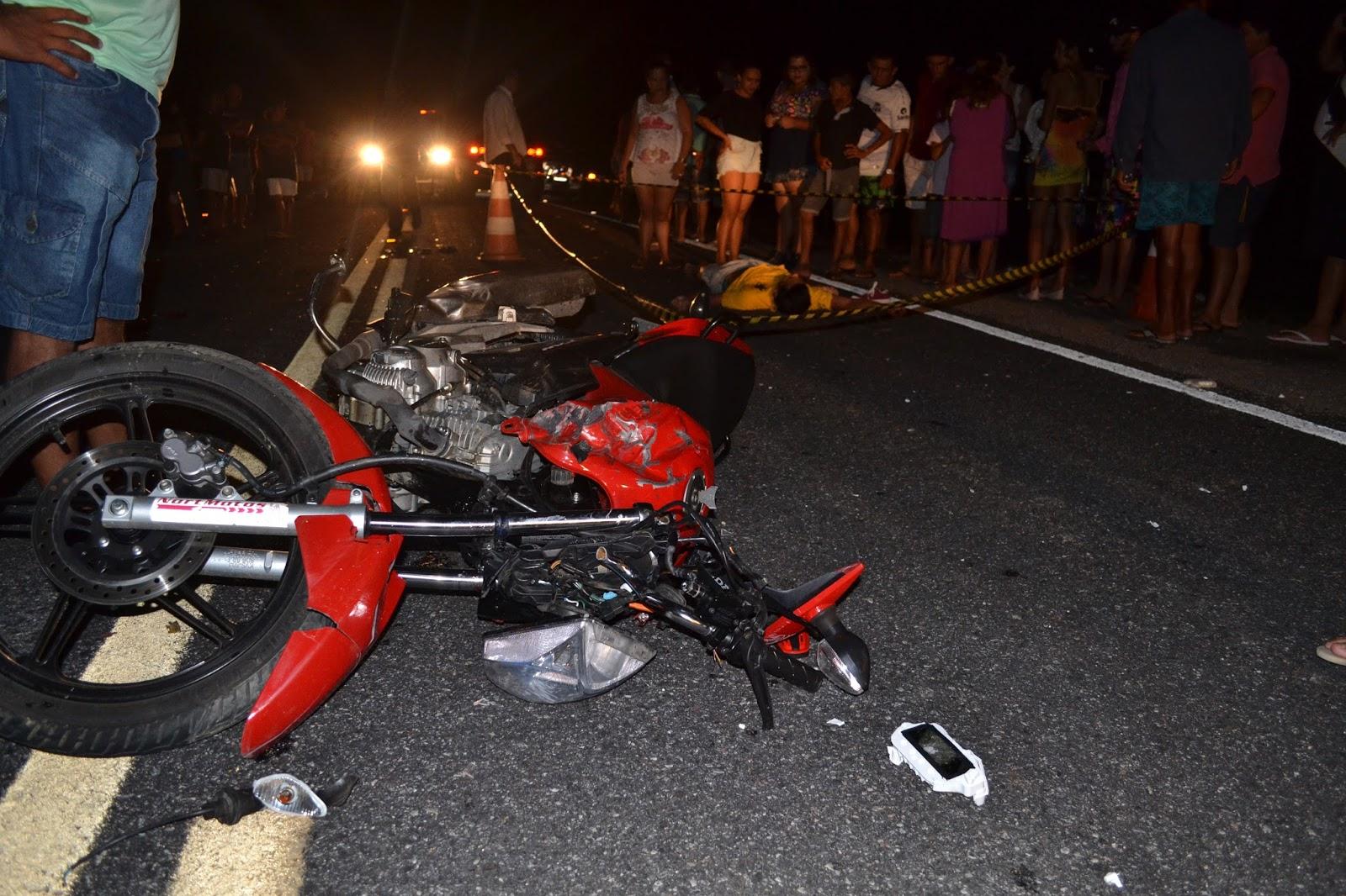 Tragédia pessoas morrem em colisão de motos