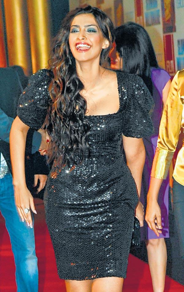 Sonam Kapoor Hot Sexy Fotos-4303