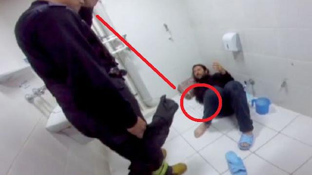 Ia Masukan Tangannya Untuk Mengambil HP yang Jatuh di Toilet, Kejadian Selanjutnya Bikin Ngenes!!