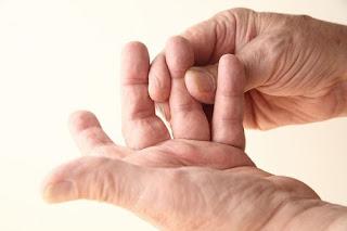Arti Kedutan Jari Tangan menurut primbon