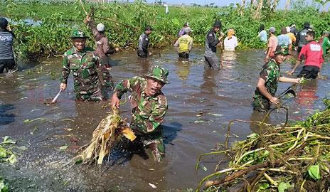 Bersih-bersih Sungai Gedang Klutuk