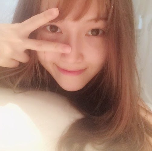 SNSD's Jessica posed for a set of adorable SelCa pictures ...