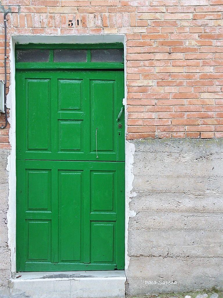 La rioja de la a a la z puertas pintadas de verdes for Idealista puertas verdes