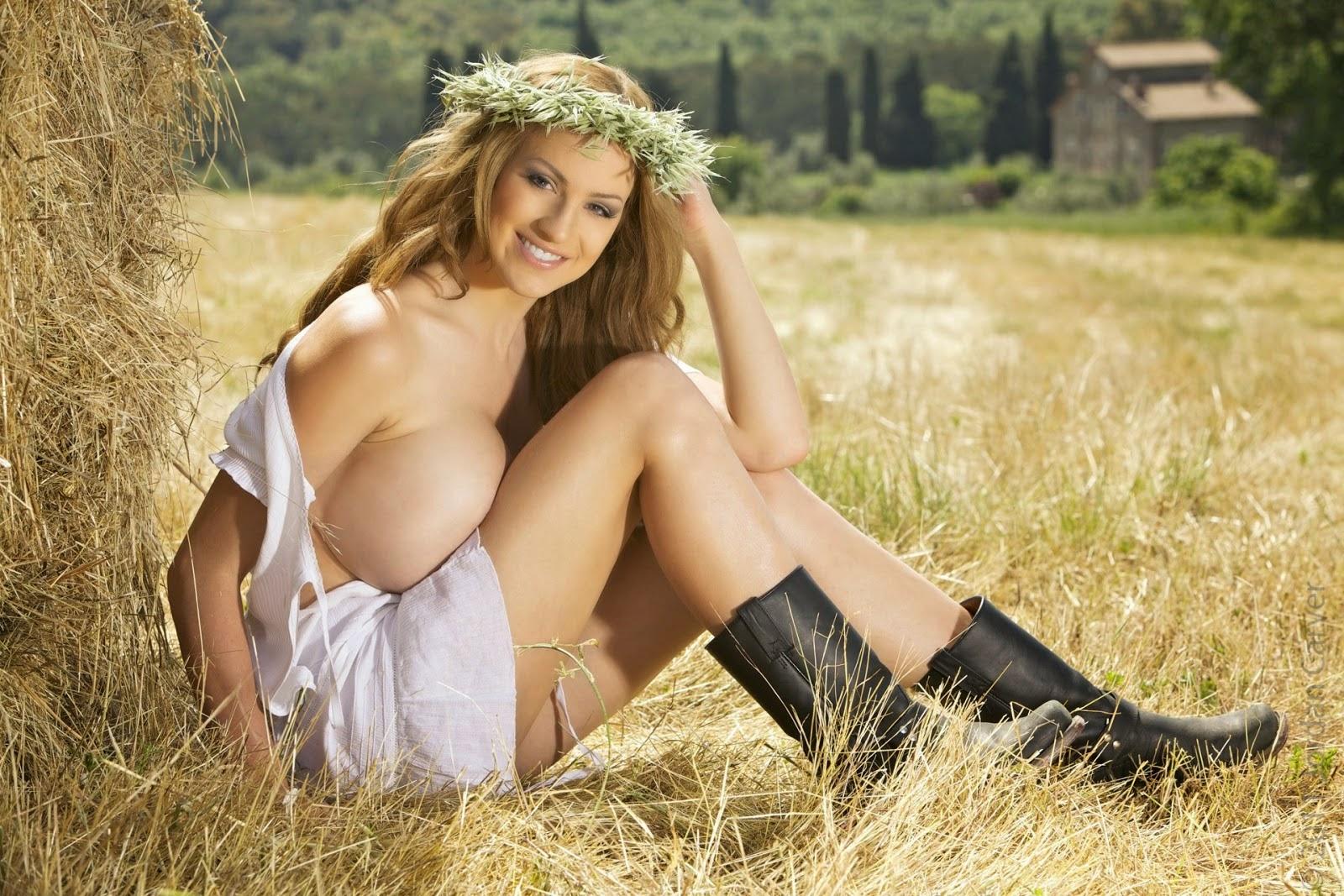 hot naked women in hay