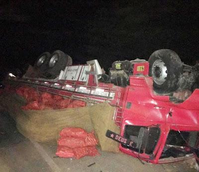 Batida entre caminhão e carro deixa oito mortos no norte da BA; prefeitura suspende festa de aniversário da cidade