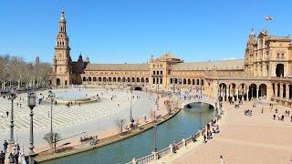 Anopin käsitys helteestä Sevillassa Espanjan aukiolla