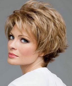 Potongan rambut wanita layer pendek