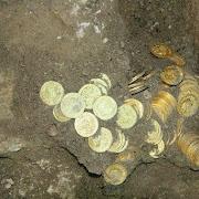 На Дальнем Востоке мальчик нашел золотые монеты в отхожем месте