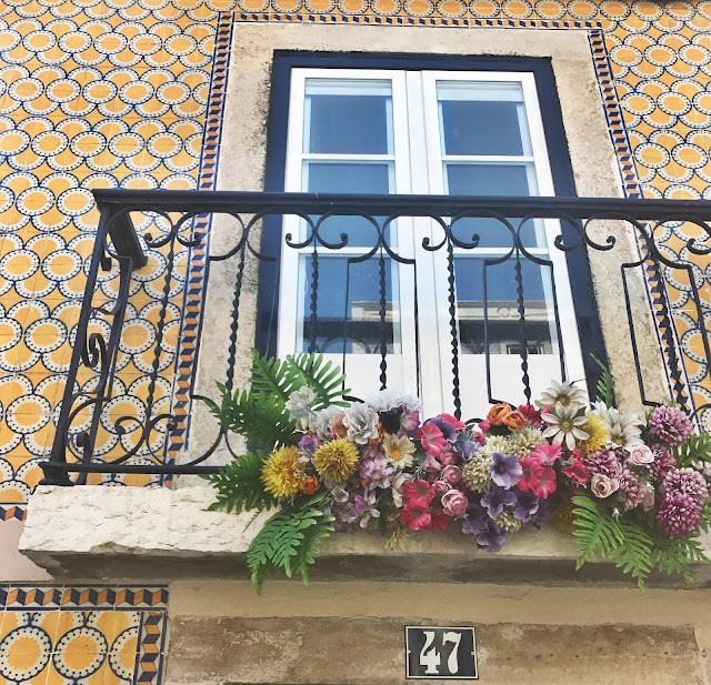 Flowers and tiles Belem