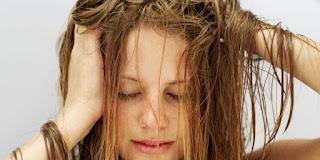 Cheveux gras : Nos 3 remèdes naturels anti cheveux gras