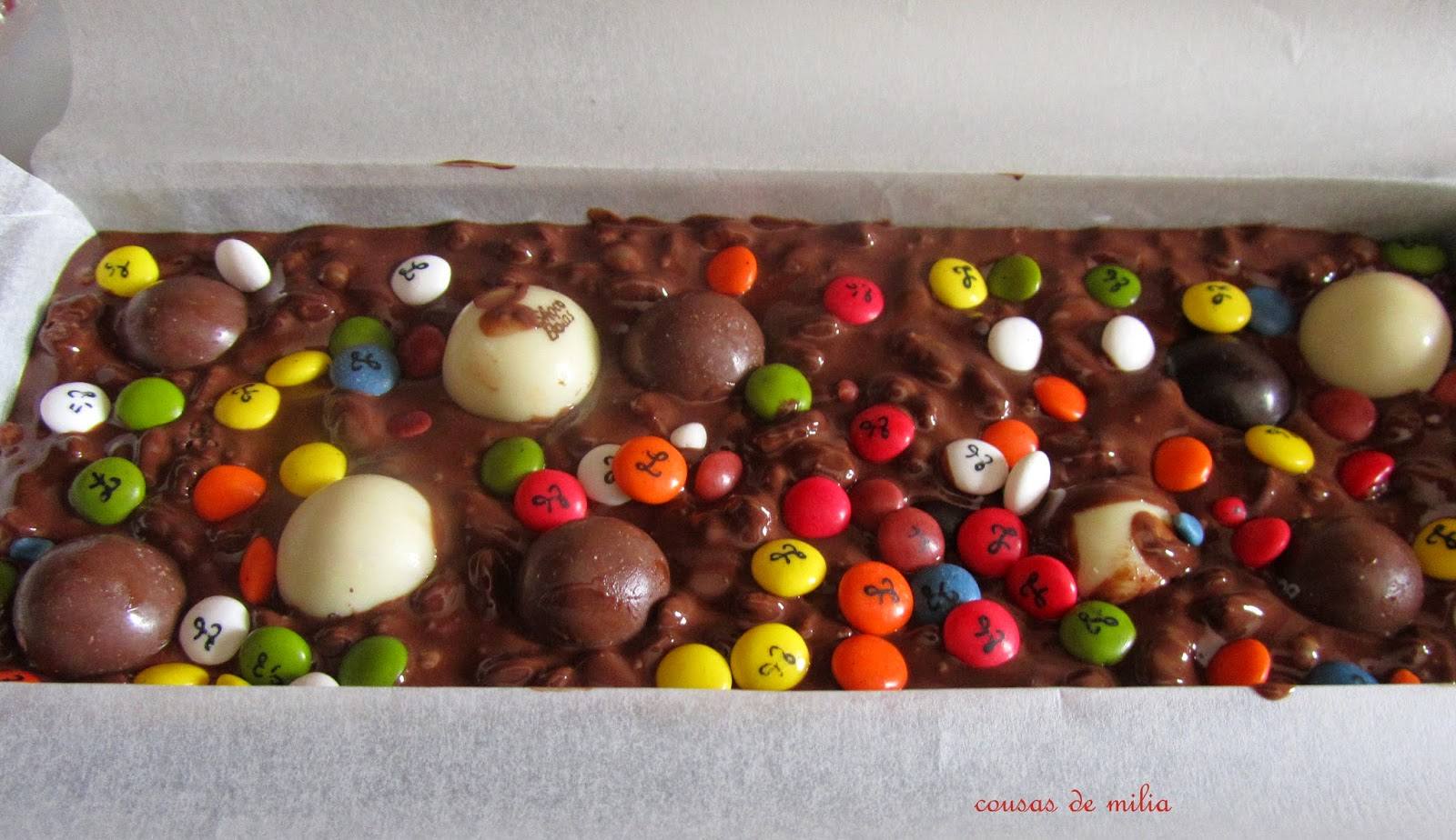 Turrón de chocolate con maltesers y lacasitos