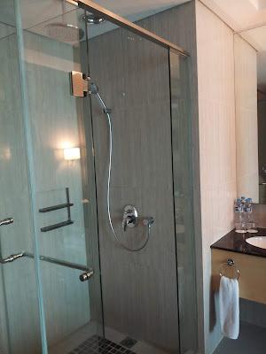 Kamar mandi Hotel JS Luwansa