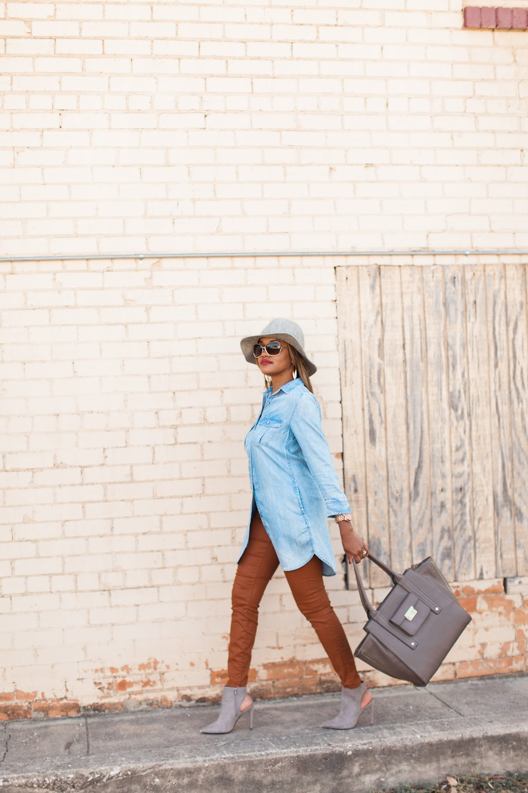 dallas fashion blogger, fashion blogger, detroit fashion blogger, fall hats, how to wear fedora, zara booties, philip lim for target, coated jeans, denim shirt outfit, red lips, aviator glasses