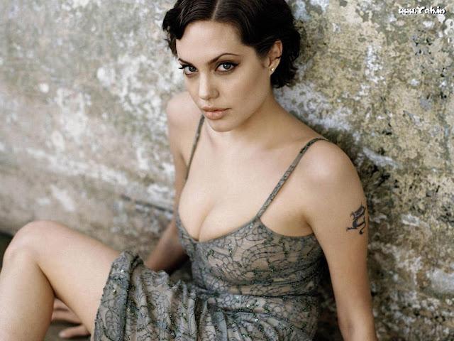 Angelina Jolie In Bikini  Global Buzz Usa-8888