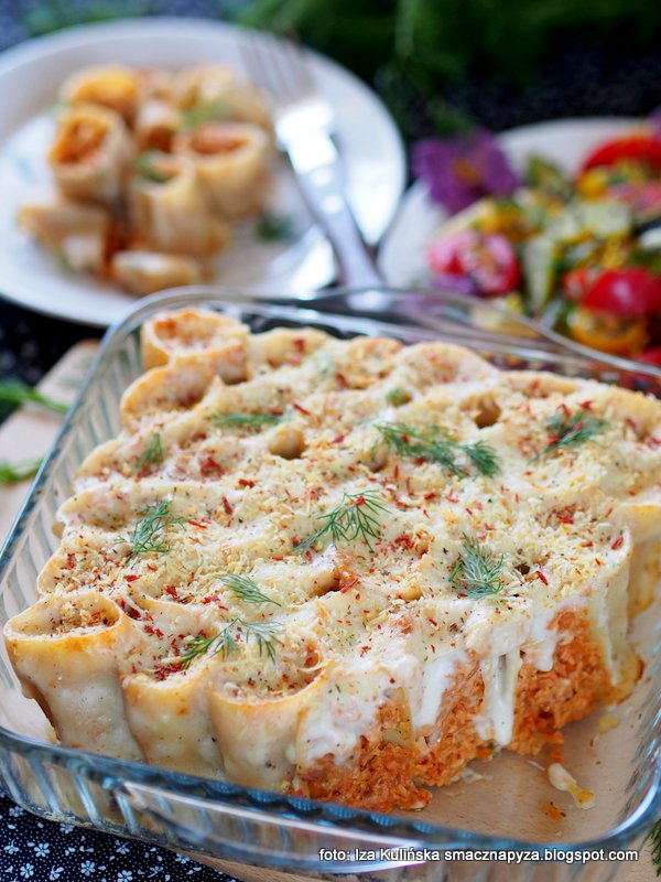 zapiekanka z makaronu i grzybow, makaron zapiekany z grzybami, obiad, rurki faszerowane, makaronowe rury z nadzieniem, farsz grzybowy, zolciak siarkowy, obiad bez miesa, zapiekanka bezmiesna