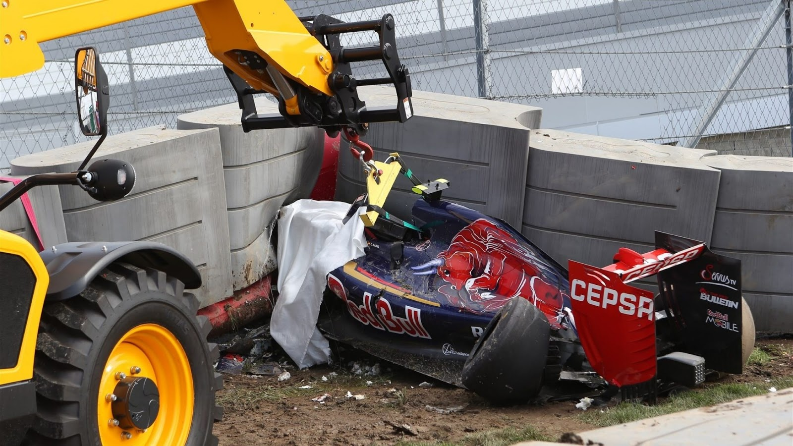 sainz Ο Σάινθ εξήλθε από το νοσοκομείο και θέλει να τρέξει στον αγώνα μετά το σφοδρό ατύχημα που είχε σήμερα στο Ρωσικό Γκραν Πρι. Carlos Sainz, F1, Formula, Formula1, Toro Rosso, videos