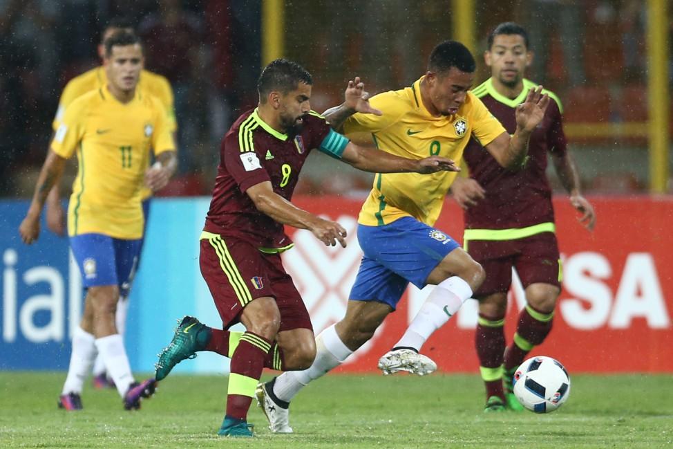 ELIMINATÓRIAS 2018  Seleção Brasileira derrota Venezuela e assume liderança b48177efeb3f3