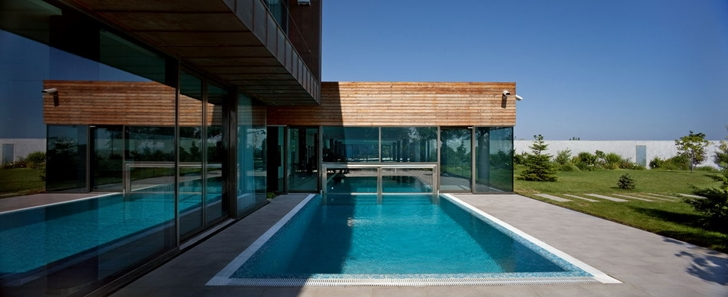 Swimming pool of Contemporary house in Ukraine by Drozdov & Partners