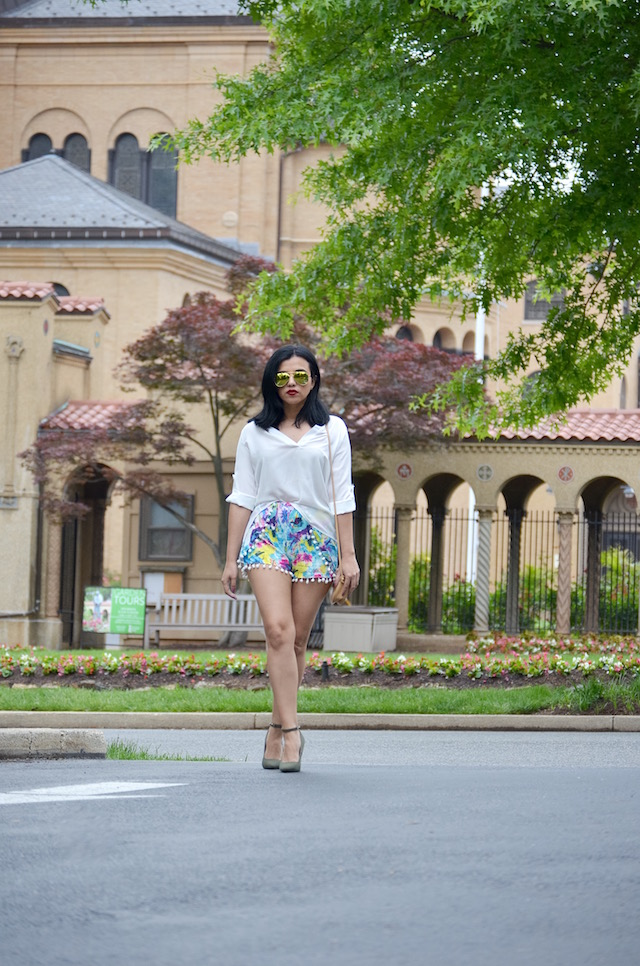 White Shirt Outfit-Shorts con pompones-mariestilo-choies-zapatos verdes militar-look of the day-fashionista