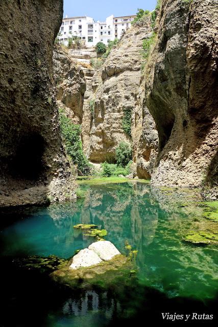 El tajo desde el fondo del túnel de la casa del Rey Moro, Ronda