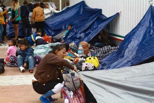 Migrantes acampan en frontera norte de México con EE.UU.
