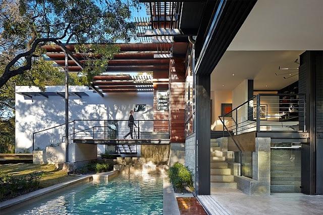 สระว่ายน้ำขนาดเล็กข้างบ้าน