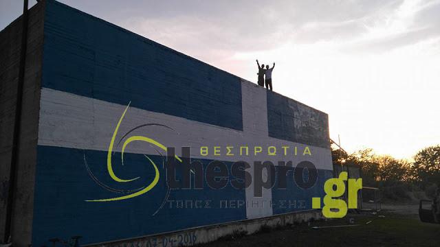 Ζωγραφίζεις την Ελληνική Σημαία και ενοχλείς τους Αλβανούς και τους λαθρομετανάστες που περνούν από τον δρόμο; Μέσα ρε παλιοφασίστα...