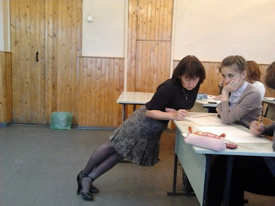 smešna slika nastavnice u smešnoj poziciji