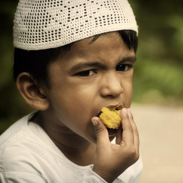 Tips Mengajarkan Makanan  Halal Pada Anak Sejak Dini