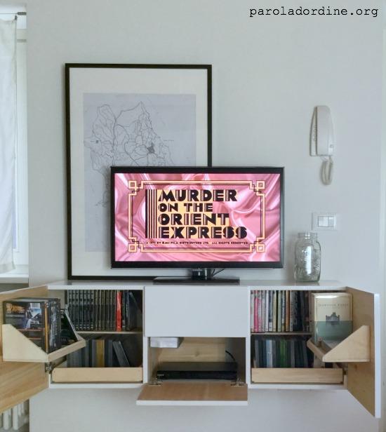 paroladordine-unastanzaalmese-soggiorno-angolotv-dvd