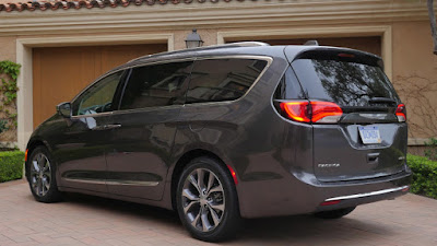 Chrysler Pacifica exterior look Hd image