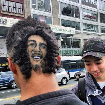 witzige Menschen mit rasierten Frisuren
