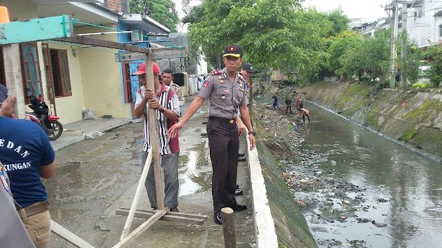 Kompol Victor Ziliwu Peduli Bersih Lingkungan